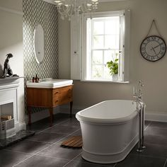 Traditional bathroom 454441418636229797 - C. Hart's exclusive London collection is our best-selling traditional bathroom range. This freestanding bath is the newest product in the range. Traditional Baths, Traditional Bathroom, Bathroom Styling, Bathroom Interior Design, Victorian Style Bathroom, Victorian Era, Classic Bathroom, Small Bathroom, Bathroom Ideas