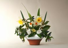 Vase with Daffodils. Stephen Pearce Pottery, Shanagarry, Co. Flower Vase Design, Flower Vases, Pottery Shop, Handmade Pottery, Irish Pottery, Earthenware, Daffodils, Beautiful Flowers, Design 24