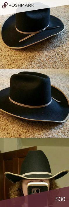 Cowboy hat, black wool felt, Silverado, vintage Traditional cowboy hat made of 2X wool felt. Cody, by Silverado. Ribbon trim. Size 7 1/2. In excellent vintage condition.  Unisex hat. Silverado  Accessories Hats