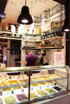 Mercado de San Miguel | Madrid Juice Bar Design, Madrid Food, Visit Madrid, Madrid Travel, Cool Cafe, Top Restaurants, Shop Interiors, Spain Travel, Study Abroad