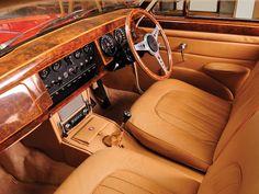 1959 Jaguar Mark-2 UK-spec retro luxury interior