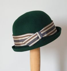 Green felt winter cloche hat / Miss Fisher's hat /