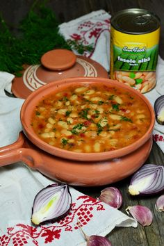 Romanian Food, Easy Soup Recipes, Vegetable Recipes, Beans, Food And Drink, Dishes, Vegetables, Cooking, Ethnic Recipes