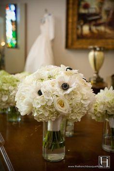 ramo de anémonas, hortensias y rosas