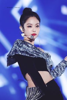 Jennie looks just perfectly amazing with her braided ponytail. She looks way too amazing with the Blackpink Jennie, South Korean Girls, Korean Girl Groups, Rapper, Blackpink Members, Pink Instagram, Black Pink, Blackpink Photos, Braided Ponytail