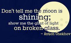 """""""No me digas que la luna está brillando; muéstrame el destello de la luz sobre cristal roto."""" - Anton Chekhov  Frase. Muestra, no cuentes Show, don't tell  www.josefinallanos.com"""