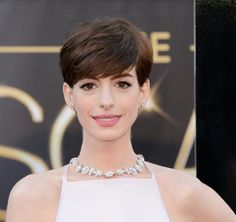 Best Actress winner Anne Hathaway stunned with shorter diamond necklace
