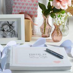 Hier können die Gäste ein paar nette Worte, Fotos oder Sprüche dem Brautpaar zukommen lassen. http://www.fraeulein-k-sagt-ja.de/deko-styled-by-frl-k/frl-k-zu-besuch-bei-depot-und-der-aktuellen-hochzeitskollektion
