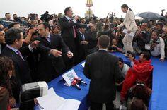 """17/abril/2012 Día 19 - Luego de que diputados y senadores del PAN iniciaran una campaña en contra de Enrique Peña Nieto, priistas y panistas se citaron para debatir sobre los compromisos que según los panistas Peña Nieto no cumplió, sin embargo la """"mesa de la verdad"""" terminó luego de que no pudiera establecerse un diálogo adecuado."""