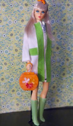 https://flic.kr/p/hBeGUC | Twist n' Turn Barbie - Platinum Blonde | Barbie is wearing a vintage clone coat