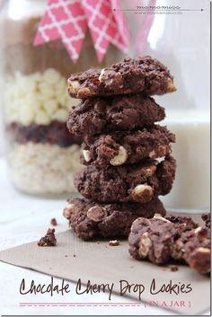 Chocolate Cherry Drop Cookies {in a jar}   @mamamissblog #cookiesinajar #diygift #chocolatecherry