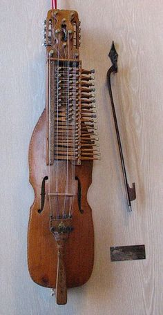 Nyckelharpa built by Eric Sahlstrom