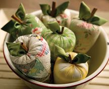 Super cute quilty apples sewing project from MaryJane's Farm magazine :) :) :)