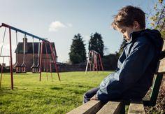 Svåra upplevelser i barndomen som en förälders död eller att ha en psykiskt sjuk förälder länkas samman med ökad risk för både fysiska och psykiska besvär och påverkar hjärnans utveckling hos barn.