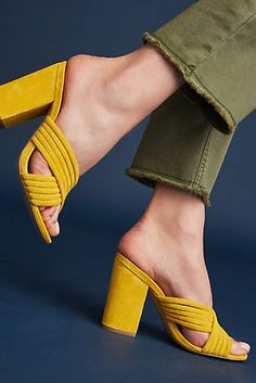 30 Summer Sandals That Will Make You Look Fantastic - Shoes Market Experts Pretty Shoes, Beautiful Shoes, Shoe Wardrobe, All About Shoes, Summer Shoes, Summer Sandals, Luxury Shoes, Shoe Brands, Designer Shoes