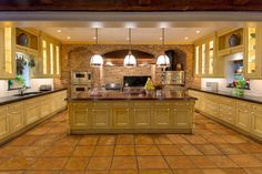 Looking for White Transitional Kitchen ideas? Browse White Transitional Kitchen images for decor, layout, furniture, and storage inspiration from HGTV. Maple Kitchen Cabinets, Wood Cabinets, Kitchen Island, Open Plan Kitchen, Kitchen Layout, Kitchen Ideas, Warm Kitchen, Huge Kitchen, Kitchen Colors