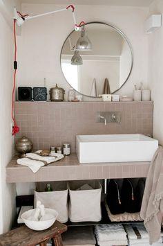 storage ideas for small bathroom decor Bad Inspiration, Bathroom Inspiration, Interior Inspiration, Craft Storage Ideas For Small Spaces, Mini Loft, Vanity Countertop, Beautiful Bathrooms, Elle Decor, Small Bathroom