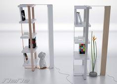 NeNe Non è né una libreria né una lampada, ma un ibrido tra le due. La struttura le permette di tenersi in piedi senza bisogno di appoggio. Dei nastri in acciaio colorato legano e sostengono i ripiani dando linearità alla struttura. Libreria e lampada uniti per migliorare l'aspetto e il design dei semplici arredi. Lampada LED orientabile per illuminare gli ambienti a seconda delle esigenze. Tutto questo in un nome: NeNe