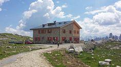 Lavaredohütte im Naturpark Drei Zinnen http://vakantio.de/niederw/drei-zinnen-hutten-tour