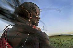 A Maasai Warrior runs with his braids flying in the wind. Curly Braids, Two Braids, Crown Braids, Rhino Africa, Summer Braids, African Braids, Kenya, Afro, Riding Helmets