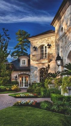 Home exterior designs are a vital portion of your house& curb appeal. Your house is your refuge and ought to reflect that, right to the exterior design. The building exterior has become the most important portion of a structure. Hacienda Style, Dream House Exterior, House Exteriors, Spanish Style, House Goals, My Dream Home, Dream Homes, Exterior Design, Stone Exterior