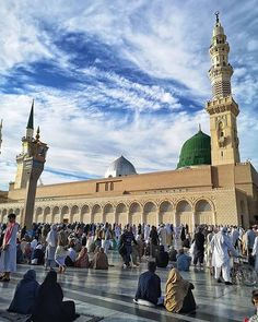 Madinah - 💕Haseeb's Thinking💕 - Diy-urlaubsorte Mecca Mosque, Hadith Of The Day, Mekkah, Arabic Design, Religion, Islam Muslim, Madina, Travel Around, Beautiful Images