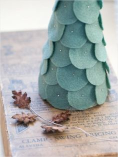 How to create a felt #Christmas tree centerpiece. http://www.ivillage.com/kids-christmas-crafts-popsicle-stick-snowflake/6-b-296987#296998
