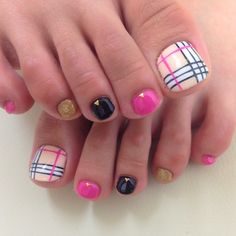 Cute Burberry inspired toe nail art idea for your next pedicure Toenail Art Designs, Pedicure Designs, Pedicure Nail Art, Nail Polish Designs, Toe Nail Art, Pretty Pedicures, Pretty Toe Nails, Cute Toe Nails, Plaid Nail Art
