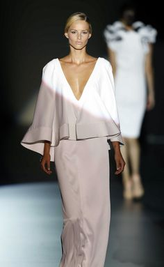 Juana Martin, this is unreal beautiful. Beautiful Gowns, Beautiful Outfits, Cool Outfits, Love Fashion, High Fashion, Womens Fashion, Evening Dresses, Formal Dresses, Mode Hijab