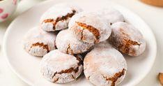 Amaretti keksz egyszerűen recept képpel. Hozzávalók és az elkészítés részletes leírása. A Amaretti keksz egyszerűen elkészítési ideje: 27 perc Cookies, Desserts, Food, Crack Crackers, Tailgate Desserts, Deserts, Biscuits, Essen, Postres