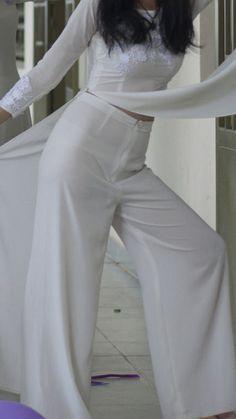 Screenshot_20170616-225050 Vietnamese Traditional Dress, Traditional Dresses, Girls In Panties, Ao Dai, Asian Beauty, Korean Fashion, Asian Girl, White Dress, Jumpsuit
