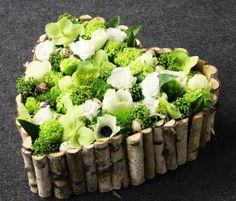 A VIRÁGKÖTÉSZET. A Wooden Heart Filled With Flowers!!