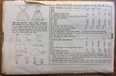 Eenvoud 3865  Missers Bolero, jurk en cirkel rok  Circa: 1950s  Grootte: 10 (Bust 28, taille 24, Hip 31)  Dit patroon is UNCUT/fabriek GEVOUWEN Envelop heeft hoek slijtage rand slijtage en verkleuring. (Zie fotos) Instructies zijn opgenomen.  Patroon komt uit een rook vrij/huisdier-vrije omgeving.