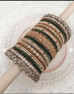 Indian Bridal Jewelry Sets, Bridal Bangles, Bridal Jewellery, Thread Bangles, Gold Bangles Design, Bollywood Jewelry, Jewelry Design Earrings, Hand Jewelry, Body Jewelry