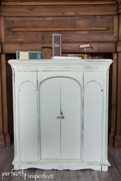Chapel Market Preview | perfectly imperfect | Cotton Creek custom mix mint green, 1 part Antibes, 4 parts Pure White, painted 2 coats, distressed with medium grit sanding block and then waxed with Annie Sloan soft wax in clear.
