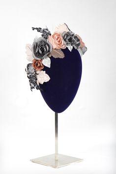 Corona de #flores para esta #primavera! #lauramurcia #handmade #coronadeflores #flores #flowers #novias #invitadas #Madeinspain #artesanal #bodas #brides #wedding #rosaempolvado #grisceniza