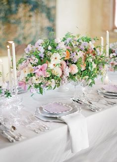 Mixed florals on a predominantly white table with hints of lavender