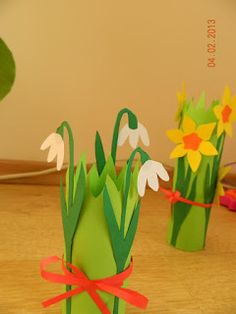 Idei Fermecate: Narcise, lalele si ghiocei din hartie Baby Crafts, Easter Crafts, Diy And Crafts, Arts And Crafts, Kids Crafts, Paper Flowers Diy, Flower Crafts, Spring Crafts For Kids, Art For Kids