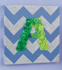 We love this glitter chevron wall art using buttons for the monogram! Chevron Signs, Chevron Wall Art, Diy Wall Art, Diy Crafts To Do, Easy Crafts For Kids, New Crafts, Button Art, Button Crafts, Glitter Wall Art