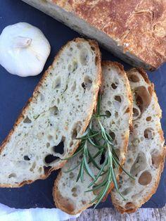 Som dere sikkert har skjønt har jeg testet ut mange varianter av eltefritt brød i det siste. Både fordi det er ekstremt enkelt, og ikke min...