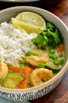 Thai Green Prawn Curry - a low syn version of the deliciously fragrant and coconut based curry that many love - great with rice or cauliflower rice. Thai Prawn Recipes, King Prawn Recipes, Thai Seafood Recipe, Seafood Recipes, Slimming World Prawn Curry, Slimming World Cod Recipes, Slimming Eats, Thai Green Prawn Curry, King Prawn Curry