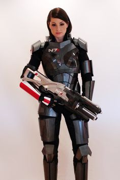 Mass Effect Commander Shepard Armor made from metal. This was our first try at costuming/replicas and we had a blast building it. Commander Shepard cosplay with Valkyrie Epic Cosplay, Amazing Cosplay, Cosplay Girls, Batman Christian Bale, Batman Begins, Larp, Mass Effect Cosplay, Armadura Cosplay, Female Armor
