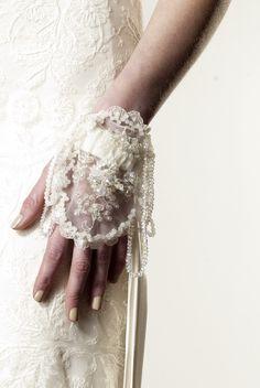 Anaessia lace glove