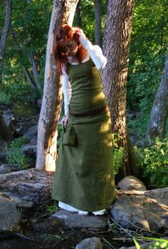 sleeveless kirtle over underdress, late medieval, made by Etsy seller Oakhearts.