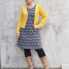 Die perfekte Arbeitskleidung für mich: ein Kleid mit Nähmaschinen✂️. Nach dem Schnitt von Rosa P. Mehr dazu gibt es auf meinen Blog...