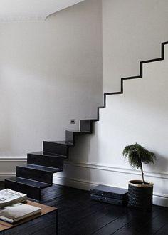 Lignes épurées, fonctions des meubles et des espaces réduites à l'essentiel dans un lieu où l'apparence n'est pas prioritaire, voilà l'expression exacte du minimalisme ... www.soodeco.fr/