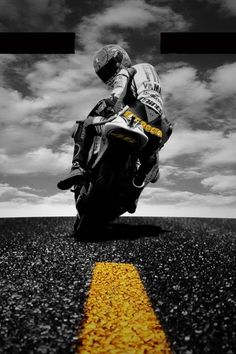 Imagen perfecta para fondo de pantalla de smartphone o tablet para los amantes del #motoGP