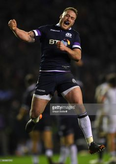 Stuart Hogg of Scotland celebrates victory in the NatWest Six Nations match between Scotland and England at Murrayfield on February 2018 in Edinburgh, Scotland. Sports Images, Sports Pictures, Stuart Hogg, Scottish Rugby, Rugby Men, Six Nations, Rugby Players, Edinburgh Scotland, Sports Stars