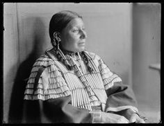 American Horse, an Oglala Sioux Native American woman. Photographed by Gertrude Käsebier, Native American Pictures, Native American Wisdom, Native American Tribes, Native American History, The Americans, Comanche Indians, Sioux Nation, Indian Tribes, Indian Heritage