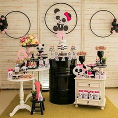 Oso panda Panda Themed Party, Panda Birthday Party, Baby Birthday, Panda Candy, Panda Baby Showers, Christmas Window Decorations, Pink Panda, Birthday Party Decorations, Holidays And Events